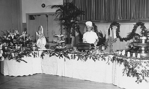 Black and White image of a Crystal Plaza Catering table
